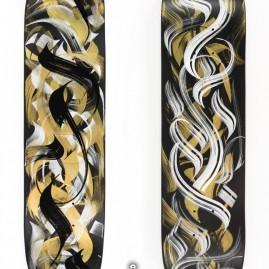 Calli-Board. Skateboard - Gold-Acryllack u. Hybridfarbe auf Tafellack.